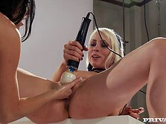 Gorgeous brunette India Summer and blonde cutie Lorelei Lee are having fun indoors. They finger each other's sweet pussies and then rub them with a vibrator.