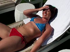 Short haired brunette babe Evelyn with small tits and hot ass does anal and doggystyle after she masturbates her wet pussy.
