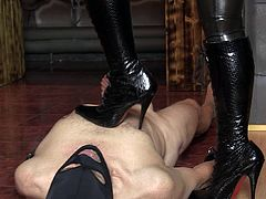 Submissive dude is licking feet of that beauty