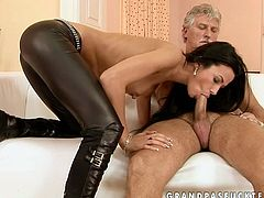 This gorgeous brunette temptress knows a lot about pleasing men. She sucks that old dick greedily with unrestrained passion as if her life depends on it.