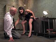 This gorgeous and sexy brunette Bobbi Starr knows what to do in order to slave a man! Her charms are her tools and this dude enjoys being humiliated by her.