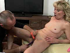 Shabby looking blond mature gets her shaved cunt fingered thoroughly