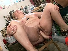 Outrageous granny with fat pawg ass is sitting on a stool spreading her legs as wide as she physically able to. The guy pleases her cunt with sex toys. Then he installs sex machine in the vaginal opening turning the device to the full power.
