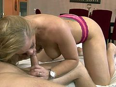 Sex starved mommy Holly Heart gets it on