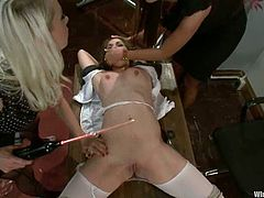 Lorelei Lee, Nika Noire and one more girl are having some good time in the living room. Lorelei and her assistant bind the slim chick, attach wires to her body and then smash her coochie with a strapon.