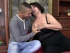 Shabby brunette mature gives mouth fuck to massive penis before riding it