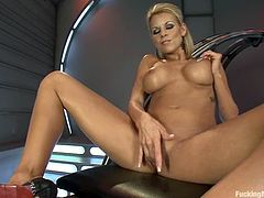 Bosomy blonde Nicole Graves is having some fun indoors. She strips and boasts of her amazing body and then gets her vag slammed by a fucking machine.