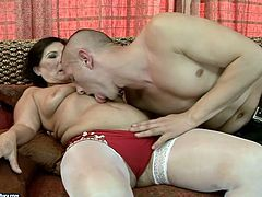 cougar brunette in white stockings gets her pussy licked by young dude. He dives deep in her hairy slit and tickles her clit with tongue.