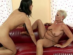 Kinky mom with chubby body is having passionate lesbian sex featuring sizzling brunette girl. Lying on a couch with her legs wide open horny mom gets her pussy eaten dry.