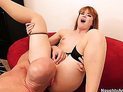 Exotic Claire Robbins gives Johnny Sinss hard dick a try