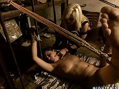 This sexy blondie is a super qualified mistress and she knows a lot about torture techniques. When her slave misbehaves she binds her in rope and dominates her viciously.