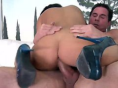 Brunette stunner Victoria Blaze gives Peter North a succulent pov blowjob before he plants her gorgeous ass on his raging boner and starts plowing away.