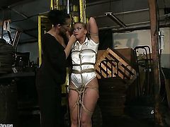 Mandy Bright parts her legs to be tongue fucked by lesbian Kathia Nobili