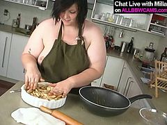 Voluptuous mommy has food obsession. She also knows how to cook delicious dishes. In the video she teaches how to bake apple pie.