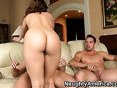 Johnny Castle seduces Gracie Glam with bubbly booty into fucking