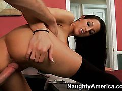 Levi Cash gets pleasure from fucking Kortney Kane with gigantic breasts and hairless muff