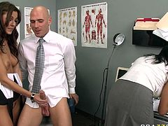 Boobalicious Sluts gave a blojob to their boss in his office
