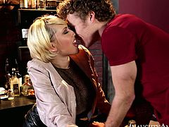 Check out how curvaceous blonde tramp with nice booty gets laid with bartender. After lucky guy licks her shaved pussy Kagney gives him blowjob and gets railed doggystyle.