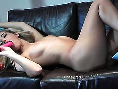 Sophia Knight puts on a solo show you cant miss