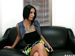 Amber Cox with round booty loves getting her pretty face dreamed in jizz