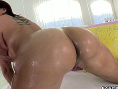 Raunchy porn diva Kelly Divine is getting fucked in her ass hole