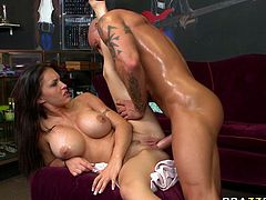 Jenna Presley gets her wet pussy licked and sucked by a bold guy