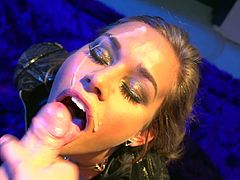 Beauty Kennedy Leigh gives a deep blowjob
