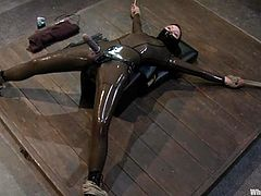 Blonde Shae Simone gets tied up and clothespinned. After that she toys her mistress with a strap-on and gets toyed with a vibrator.