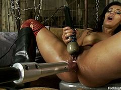 Asphyxia Noir and Skin Diamond are having some nice time together. The babes play with each other's pussies and then get them pounded by a fucking machine.