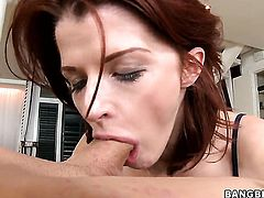 Joslyn James shows her love for giving handjob