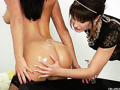 Bella Russa spreads her legs and gets her snatch tongue fucked by Anita A in lesbian action