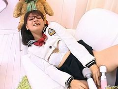 See how the teen pussy of the Japanese school girl Yui Kohinata gets toyed so she can orgasm with her uniform on.