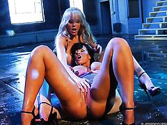 Julia Ann and Lisa Ann get satisfaction in steamy girl-on-girl action