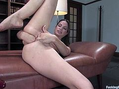 Amber Rayne Reaching Many Orgasms in Fucking Machine Video