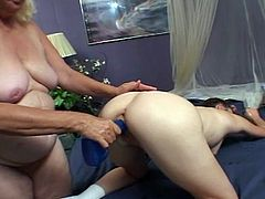 See how a nasty Brunette belle plays with a naughty mature blonde in this wild lesbian video. She can't wait to munch and dildo that experienced cunt before she repays the favor.