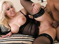 Blonde goddess Karlie Simon sucking like it aint no thing in oral action with hot blooded guy