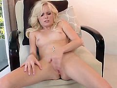 Elaina Raye inserts her fingers in her pussy