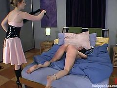 Blindfolded Andy Ray gets spanked and whipped by Princess Kali in a bedroom. After that she also gets toyed deep with a strap-on.