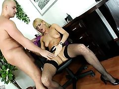 Cherry Cream enjoys guys beefy rock hard meat pole in her warm mouth