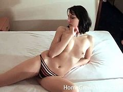 This kinky and naughty siren gets naked and starts playing with her cunt! She loves doing that in her hours of sexual passion and loneliness.