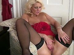 Come and see how the nasty blonde bombshell Olivia Jayne plays solo while assuming some very interesting poses in this nasty free porn video. She's always ready to misbehave!