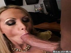 Billy Glide makes Blonde wench Nikki Benz gag on his meaty ram rod