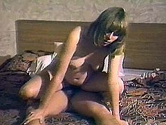 We invite you to see this vintage video where a future mom masturbates and plays with a vibrator, then the future father comes and nails her in a really naughty way.