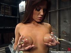 Awesome slim brunette Holly Wellin is having splendid time indoors. She gets her holes stunningly drilled by a fucking machine and moans sweetly in pleasure.