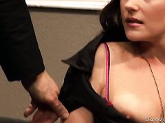 Evan Stone gets pleasure from fucking hot bodied Samantha Ryan's face