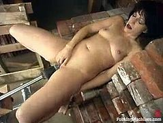 This sassy and horny mature woman Trixie is till that kinky girl in her soul. She spreads her legs for a fucking machine and it is going to make her feel hot.