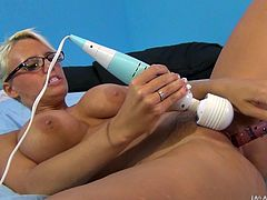 Big boobs Jacky likes to play with her pussy all alone. She grabs her dildo and puts it between her boobs. Thereafter Jacky lays on her back, spreads her thighs widely and inserts a sex toy in her snatch. She uses her vibrator to rub her cunt and moans with pleasure.
