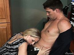 yyJulia Ann enjoys hardcore sex with her fuck buddy too much to stop