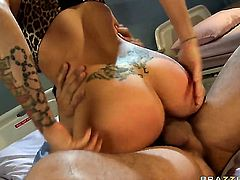 Danny Mountain is horny and cant wait any more to screw magically sexy Candy Mansons wet hole