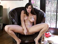 Holly Michaels with massive melons and shaved pussy sticks vibrator in her pussy